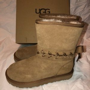 UGG Classic Lace Short Chestnut